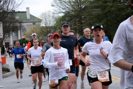 runners-running-georgia-ing-marathon