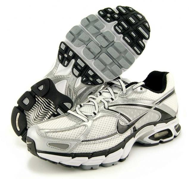 newest ec37d 37e0f Nike Air Max Moto 6 plus Men s Running Shoes Photo